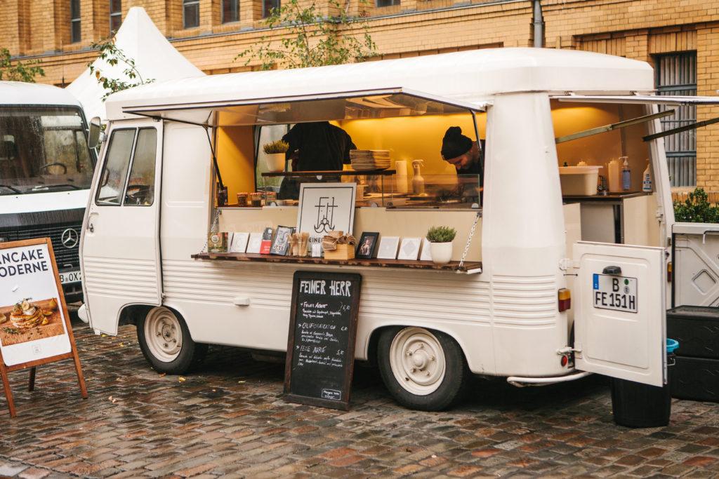 移動販売のカフェと店舗型のカフェを開業するときの違いは